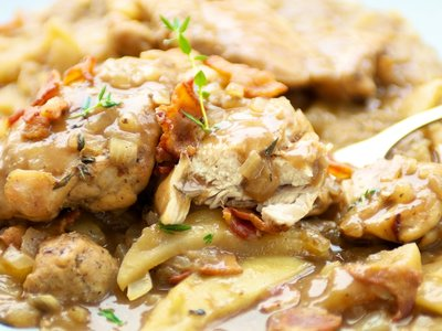 Chicken with Apples and Bacon