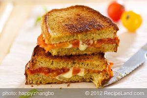 Basil Pesto and Fresh Tomato Grilled Cheese