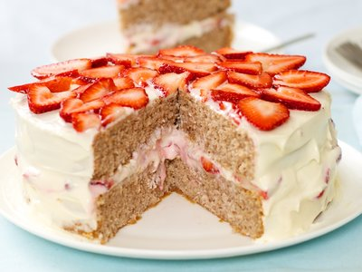 Super Moist Tripple Strawberry Cake