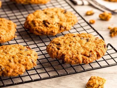 Amazing Chocolate Chip or Raisin Cookies (Low-Fat)