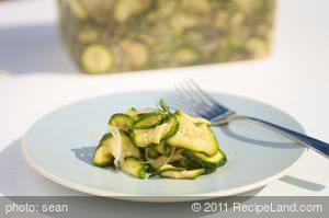 Quick Zucchini Party Pickles